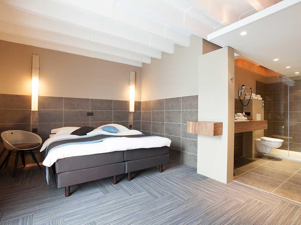Hotel Ve - overnachting, ontbijt, bootvaart en wandeling door Mechelen, Sint Romboutstoren