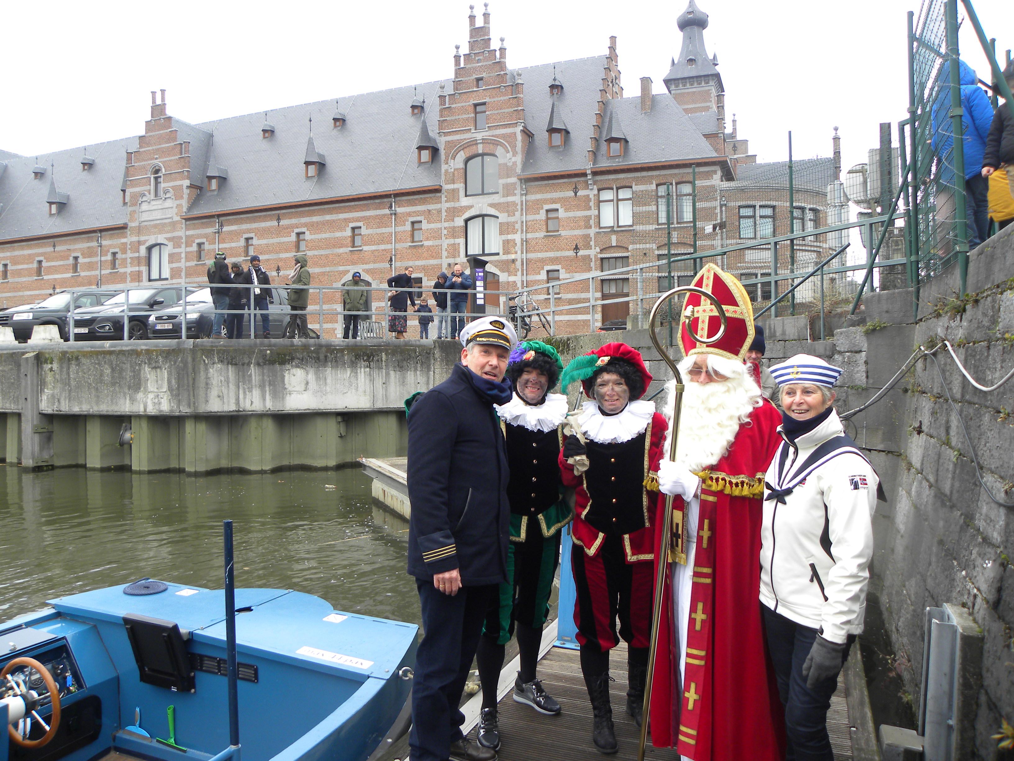 Sint Niklaas samen met onze kapitein op de foto